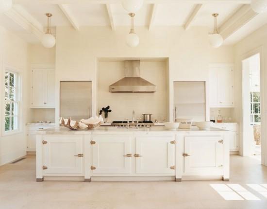 Una moderna cucina bianca dal sapore tradizionale for Small kitchen design ideas 2012