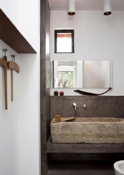 sala-da-bagno-il-lavabo-in-pietra