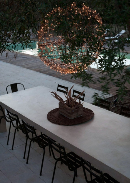 sala-da-pranzo-esterna-sotto-gli-ulivi